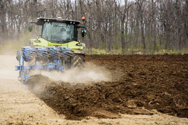 トラクター作業風景